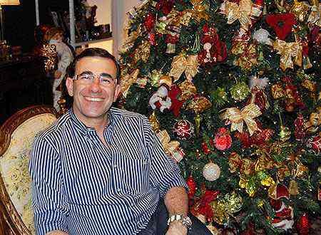 Para o arquiteto e decorador Nardim Júnior, organização é fundamental na hora de montar a árvore de Natal - Eline Caldas/Divulgação