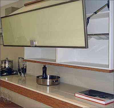 Portas basculantes para cozinhas deixam o ambiente mais moderno - Cinex/Divulgação