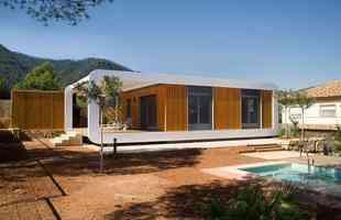 A casa sustentável é totalmente controlada por smartphone, aproveitando ao máximo o conceito de automação inteligente
