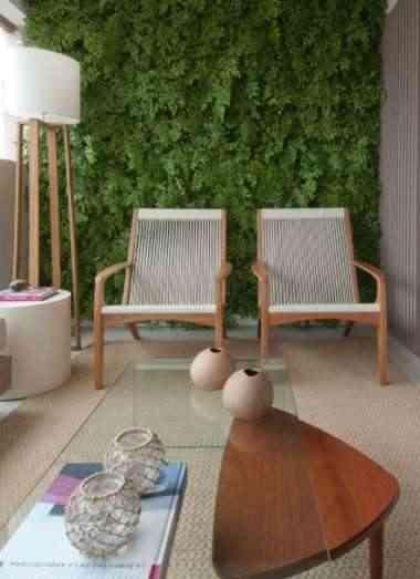 O maior impacto desse projeto do escritório Très Arquitetura é o jardim vertical, que assegura o clima de paz em um espaço convidativo - Luís Gomes/Divulgação