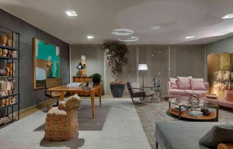 Gislene Lopes - A arquiteta criou sala de estar em rosa e cinza em homenagem a Roberto Mário - Gustavo Xavier/Divulgação
