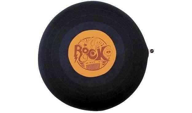 Almofada disco de vinil da FOM (R$ 105) - Divulgação/FOM