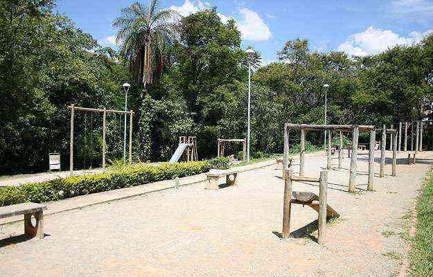Bairro da Região da Pampulha tem imóveis de alto padrão e comércio diversificado, além do Parque Ursulina de Andrade Mello - Marcos Vieira/EM/D.A Press