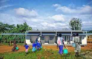 Estação solar móvel feita em contêineres quer ajudar áreas remotas e afetadas por desastres