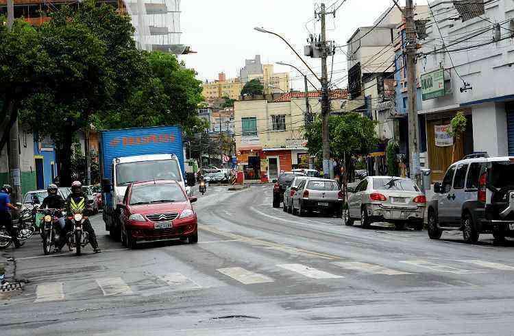 Avenida Francisco Sá, uma das principais e mais movimentadas do bairro - Gladyston Rodrigues/EM/D.A Press-2/10/13