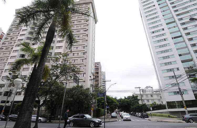 O padrão de acabamento dos prédios residenciais contribui para aumentar ainda mais a valorização do bairro - Jair Amaral/EM/D.A Press