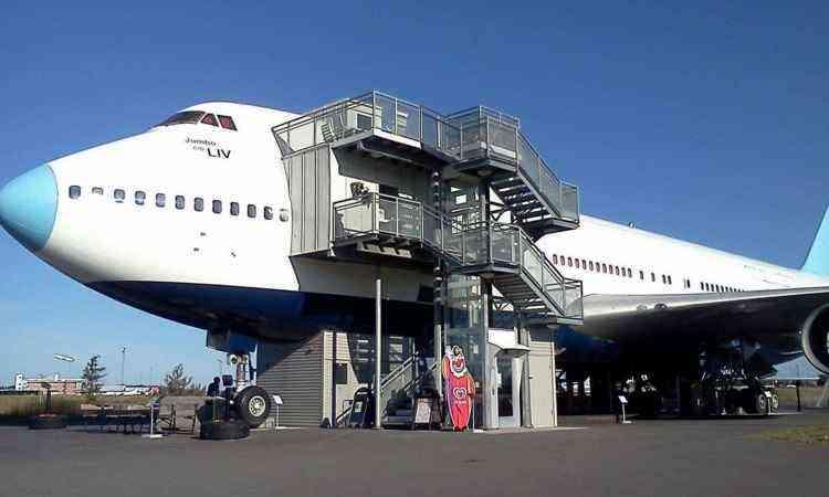 Hostel funciona dentro de um 747 fabricado em 1976 - Reprodução jumbojet.com