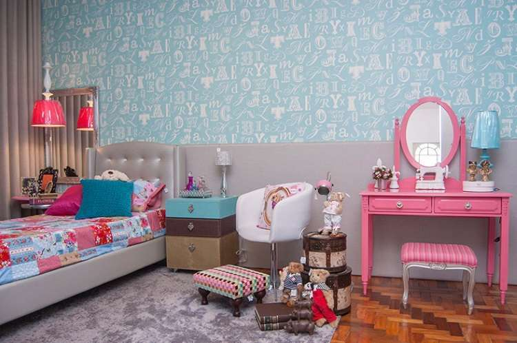 Móvel pode receber vários tipos de acabamento. Na foto, penteadeira em desenho clássico em laca rosa,  da loja Villa Maria - Villa Maria/Divulgação