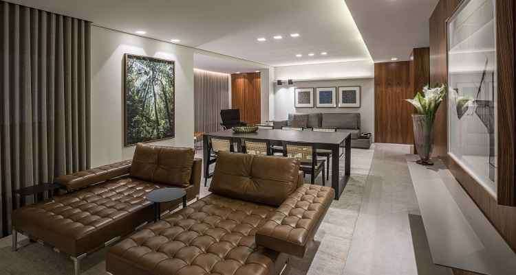 Modelo de tapete Aloe foi utilizado para definir um ambiente três em um: living, jantar e TV - Daniel Mansur/Divulgação