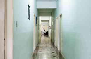 Cerca de 20 cômodos serão revitalizados no prédio que acolhe crianças em situação de vulnerabilidade. Na foto, o abrigo antes da reforma