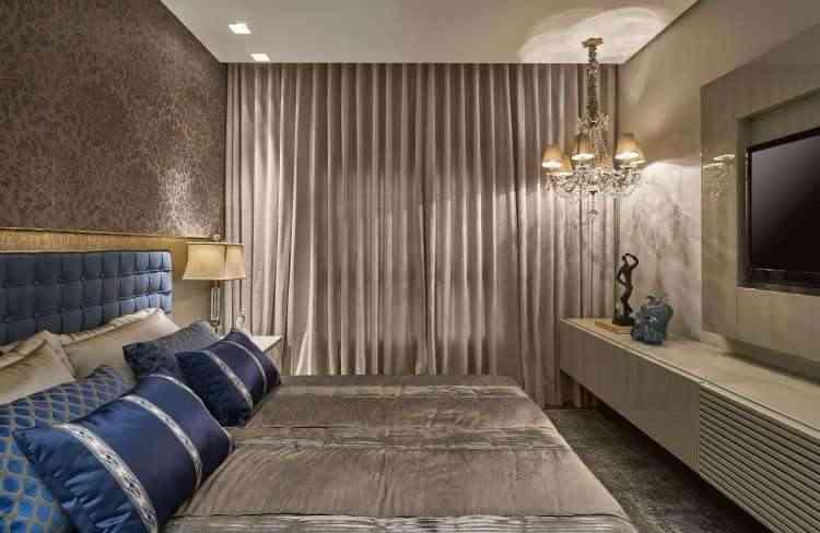 Luminárias diferenciadas também têm lugar garantido no quarto, como foi a escolha de Gislene Lopes - Jomar Bragança/Divulgação