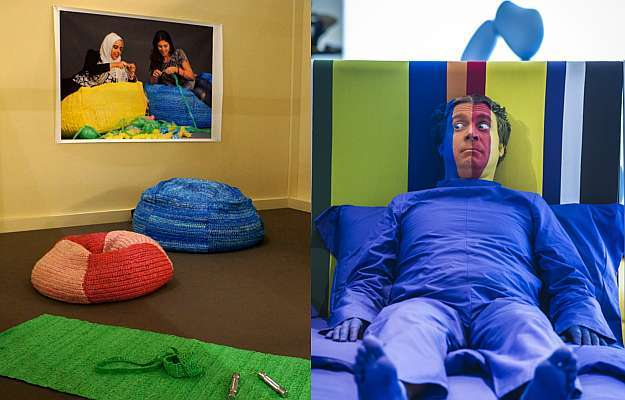 Estande do Salão Satélite: tradição japonesa em objetos de papel e crochê feitos de plástico por designers sauditas (E); e uma divertida brincadeira para entreter os visitantes (D) - Paola Campos/Divulgação - Cosmit.it/Divulgação