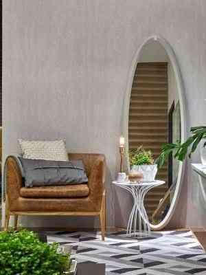 Espelho solto com moldura de MDF laqueado foi a aposta da arquiteta Luciana Araújo para este ambiente - Jomar Bragança/Divulgação