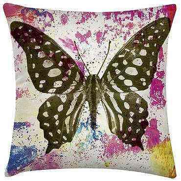 Capa para almofada Butterfly Rainbow, na Westwing (R$ 52,90)  - Divulgação/Westwing