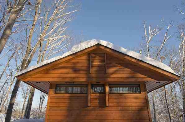 Casa móvel que lembra cabana de férias fica pronta em menos de um dia. Equipada com rodas, residência tem como diferenciais a facilidade de montagem e transporte