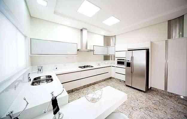 Cozinha projetada com paredes e revestimentos de drywall RU - Knauf/Divulgação