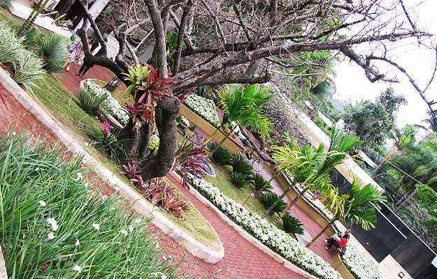 No Jardim do Encontro, de Marina e Carla Pimentel, as curvas aparecem na criação de belos caminhos - Joana Gontijo/EM/D.A Press