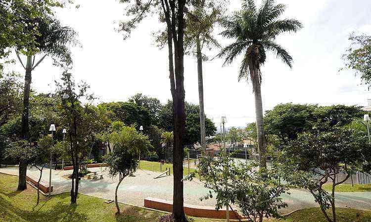 Praça com espaço de ginástica e lazer, além do verde, atrai muitos moradores da região, principalmente nos fins de semana - Jair Amaral/EM/D.A Press